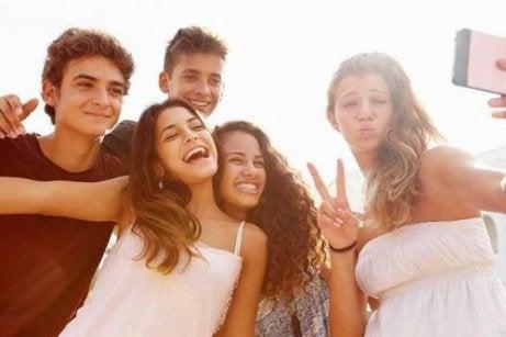 LANE CASTING adolescentes-selfie-461x307 RAQAR ADOLESCENTES